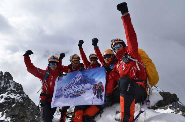 青春无畏,大学生成功挑战5155米未登峰